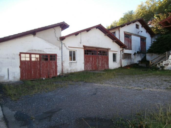 Exclusivité. A vendre 797 m² anciens ateliers à rénover